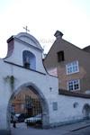 Арка церкви Петра и Павла с улицы Vene