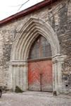 Бывший главный вход в разрушенную церковь