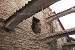 В узком переулке еще ощущается дух средневековья